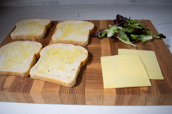 sandwich-bread-on-cutting-board